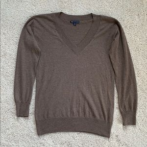 V-neck sweater by Gap, made with cashmere. Size XS